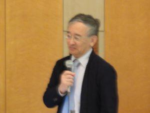 講演する文化庁文化芸術創造都市振興室長の佐々木雅幸氏