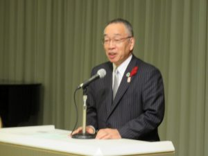 講演する榎本政規市長