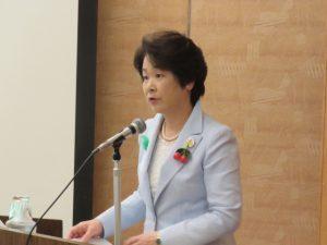 講演する吉村美栄子知事