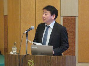 講演する日本銀行山形事務所 小室昇事務所長