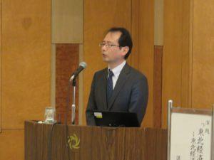 講演する日本政策投資銀行東北支店 佐野成信支店長