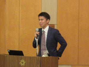 講演する株式会社O2松本晋一代表取締役CEO